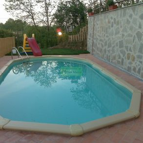 Ampio rustico con piscina e giardino
