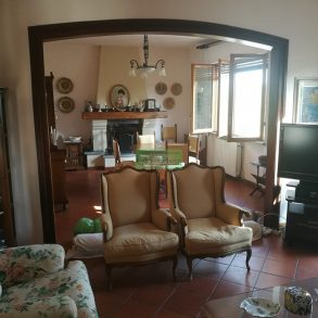 Villa con 2 appartamenti ed ampio giardino