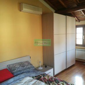 Terratetto d'angolo con piccola resede privata