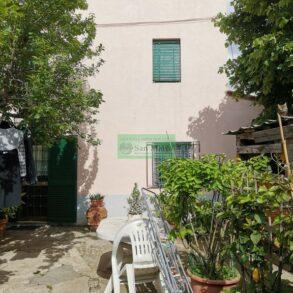 Terratetto con resede recintata e garage