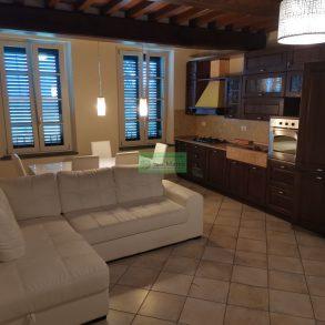 Appartamento ben arredato con giardino privato