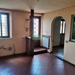 Casa di corte con 4 camere e giardinetto